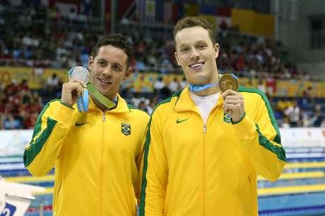 Thiago Pereira exibe a prata nos 200 m medley