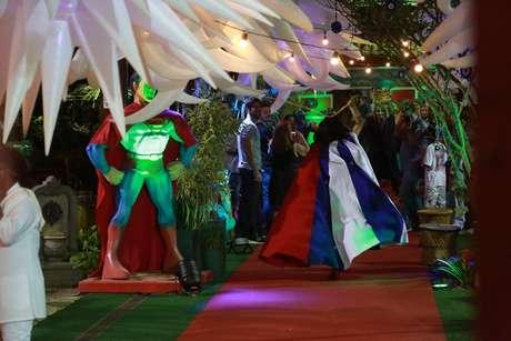 Animadores durante a festa de Antônio, no Rio de Janeiro, neste domingo (19)