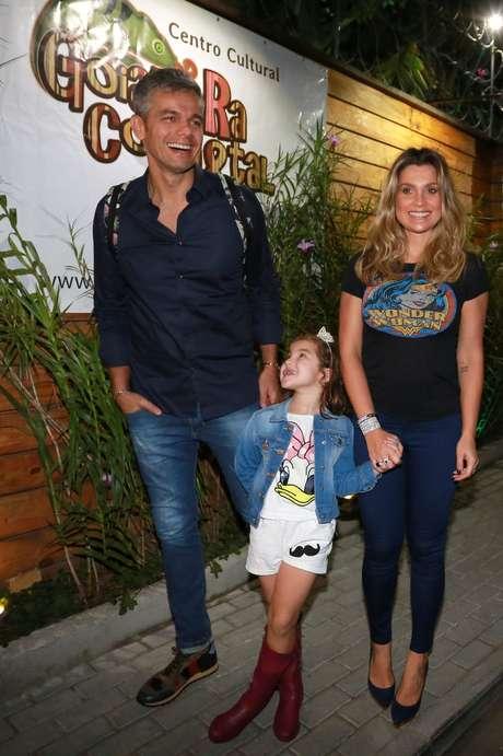 Flávia Alessandra, Otaviano Costa, e a filha deles Olívia prestigiam aniversário do filho de Juliana Paes, no Rio de Janeiro, neste domingo (19)