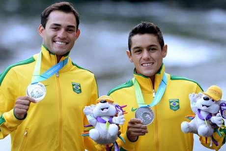 Charles Correa e Anderson Oliveira exibem medalhas de prata