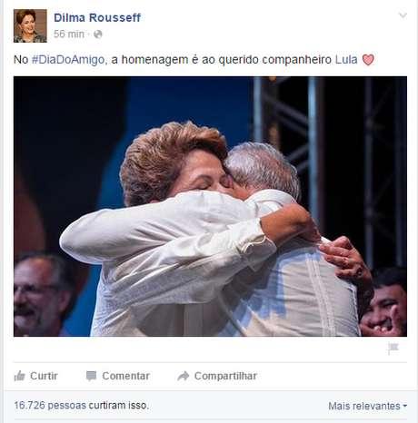 """Homenagem a Lula no """"Dia do Amigo"""" foi publicada nesta segunda-feira no perfil oficial de Dilma no Facebook"""