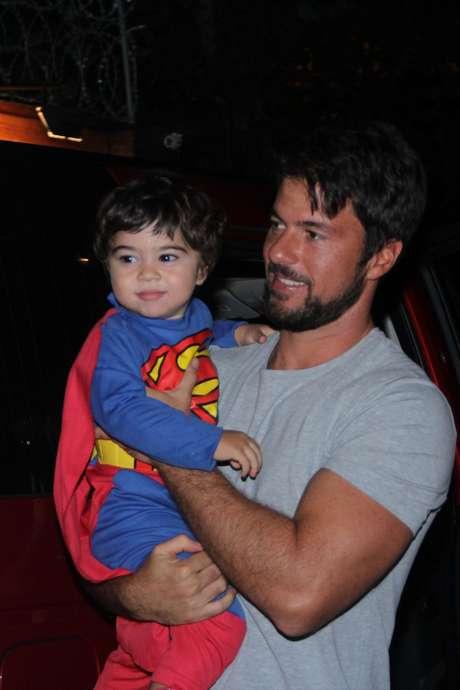 Carlos Eduardo Baptista celebra aniversário do filho Antônio, no Rio de Janeiro, neste domingo (19)
