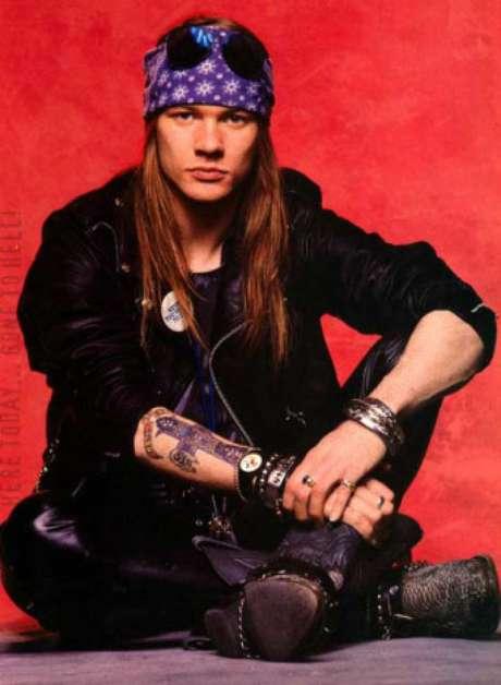Axl Rose, do Guns N' Roses, foi um dos precursores do rock a usar bandanas e que viraram moda nos anos 90