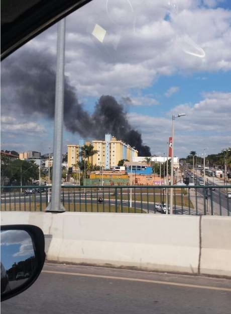 Leitora registrou a grande quantidade de fumaça que saiu do local