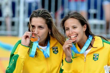 Lili e Carol comemoraram muito a medalha de bronze