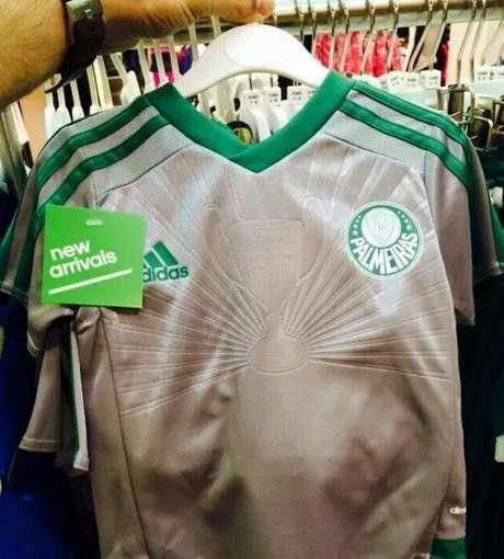 770431a881 Nova camisa do Palmeiras prateada vaza na internet  Veja detalhes