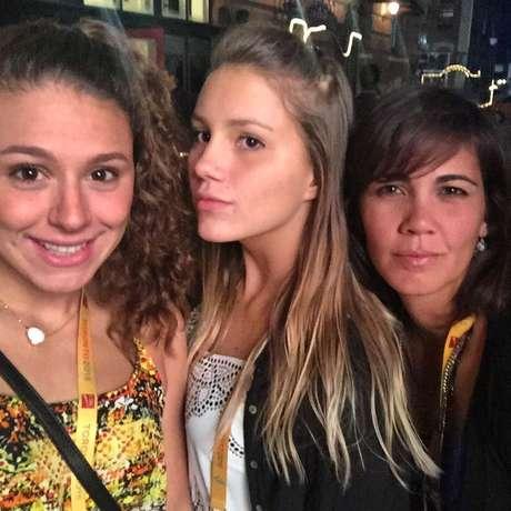Mirella Coutinho com amigas em Toronto