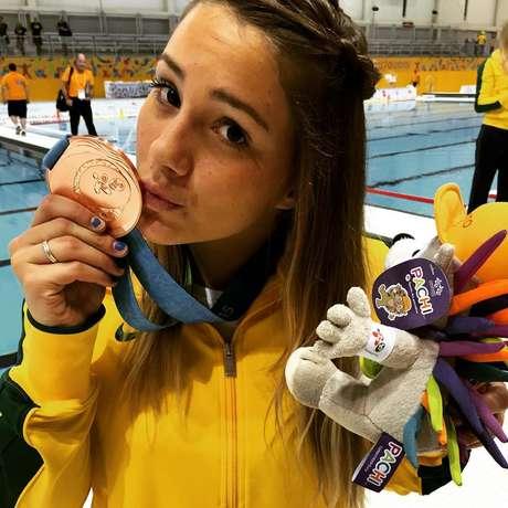 Medalha também é mostrada com muito orgulho por Mirella