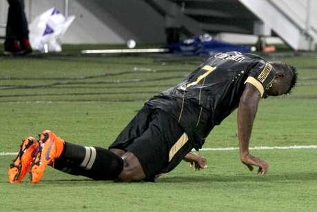 Riascos dança para comemorar o segundo gol do Vasco