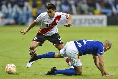 Teo Gutiérrez em ação pelo River Plate contra o Cruzeiro