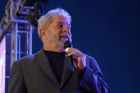 """Em evento no Sindicato dos Bancários do ABC, em Santo André (SP), Lula se disse """"cansado de agressões à primeira mulher a governar este País"""""""