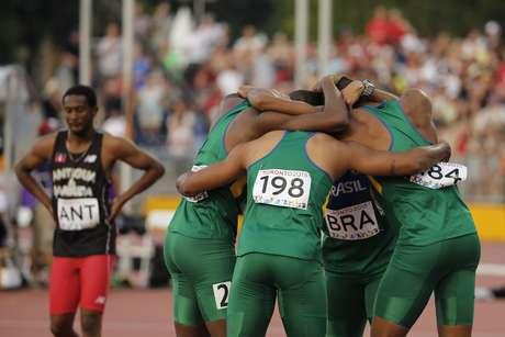 Brasil terminou 4x100 m em 3º, mas levou prata depois de punição ao Canadá