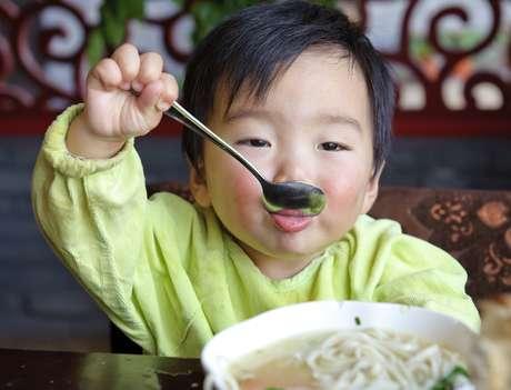 Para o jantar, sopas e caldos caem bem e não causam nenhum dano para as estruturas do aparelho nem dores de dente
