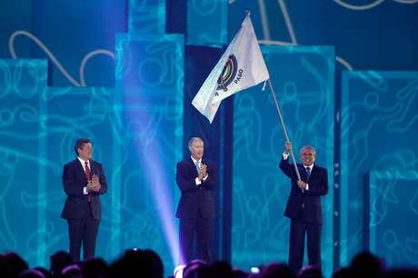 Luis Castañeda Lossio recebeu bandeira do Pan neste domingo