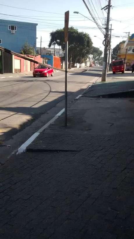 Problema na fiação preocupou pedestres