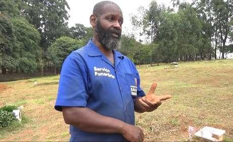 """Coveiro """"Pastor"""" diz que já enterrou mais de 10 mil pessoas no Vila Formosa"""