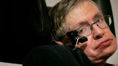 Stephen Hawking tem alertado para perigos de inteligência artificial