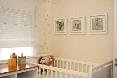 Cores neutras deixam o ambiente leve e clean, além de que pode ser utilizado para quartos de meninos e meninas. Projeto de Liliana Zenaro