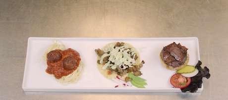 Os três pratos servidos eram feitos de ração