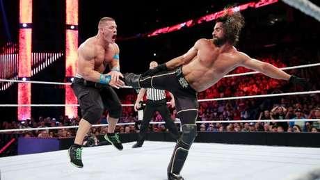 Cena e Rollins fizeram luta de campeões e agradaram o público