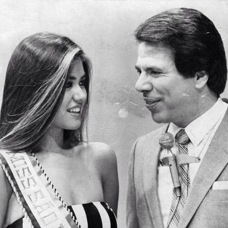 Solange Frazão ao lado do apresentador Silvio Santos, quando foi eleita Miss São Paulo, em 1982
