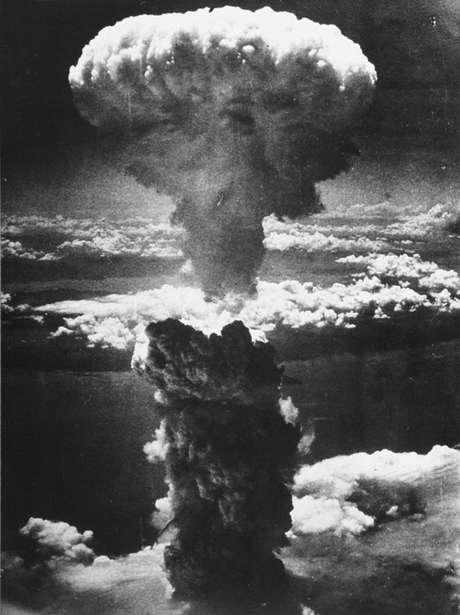 Bombardeio às cidades de Hiroshima e Nagasaki começou em 6 de agosto de 1945. Imagem mostra explosão da bomba em Nagasaki, ocorrida em 9 de agosto