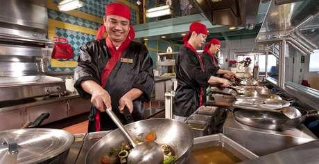Pratos típicos são destaque em restaurantes asiáticos
