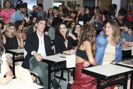 Malhação completa 20 anos e ganha nova temporada repaginada. Elenco celebra com festa em uma sala de aula no Projac, no Rio, nesta terça-feira (4)