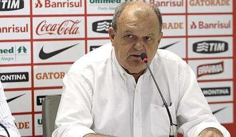 Vitorio Piffero - presidente do Internacional - coletiva sobre saída de Fabrício