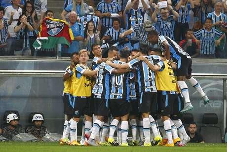 Grêmio sobre de 8º para 3º com goleada histórica sobre rival