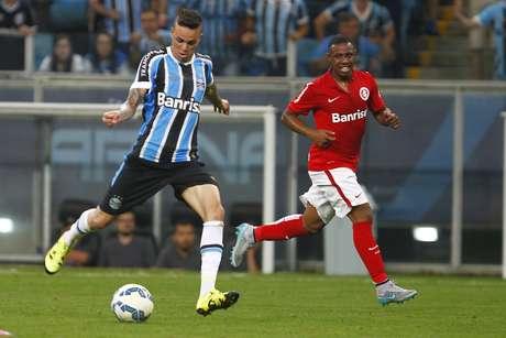 Luan chuta de fora da área para marcar segundo do Grêmio