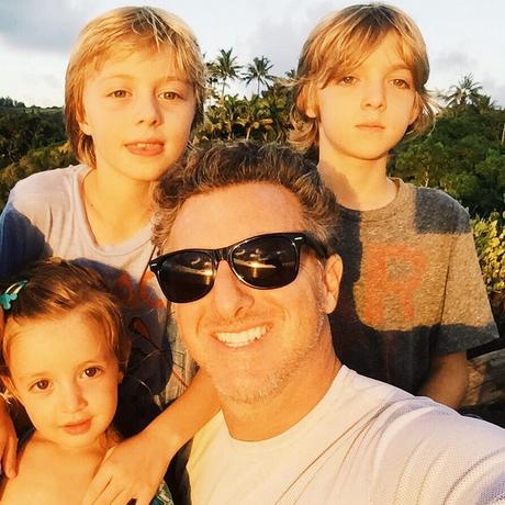 Luciano Huck com os filhos Joaquim (acima, à dir.), Benício e Eva