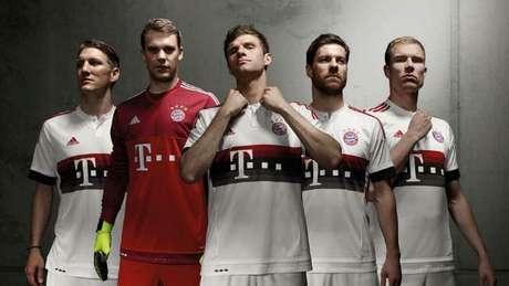 69d8f75ddb103 Modelo da camiseta do Bayern é muito similar ao apresentado pelo Flamengo  essa semana