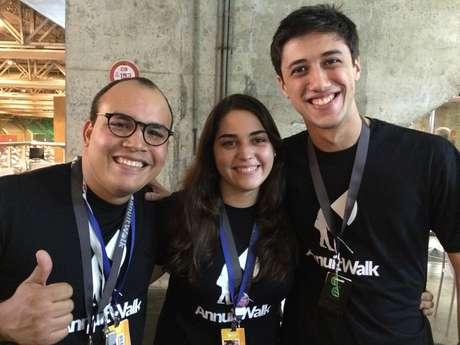 Para desenvolver o Annuit Walk, um grupo de estudantes do Recife se reuniu no projeto WearIT e começou a pesquisar o conceito de computadores para vestir