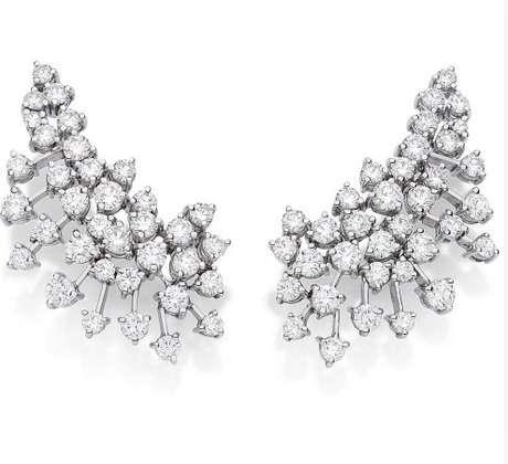 Os brincos de diamante polido, estilo ear cuff, custam R$ 125.660 e são da Talento Joias