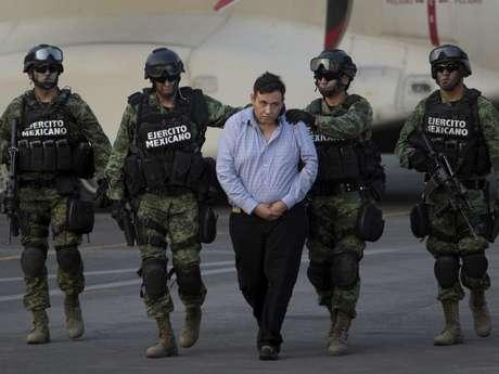 Omar Treviño, el 'Z-42', es escoltado por elementos del Ejército mexicano, 4 de marzo de 2015.