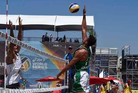 Três duplas do Brasil avançam à fase de grupos em Long Beach, nos EUA