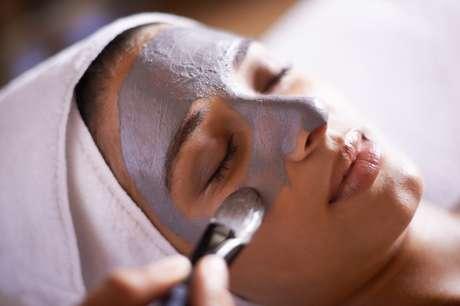 Para uma pele livre de manchas e marcas, a hidratação é fundamental.