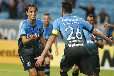 Geromel comemora o gol que abriu o caminho para vitória e classificação do Grêmio