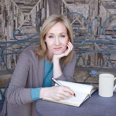 A autora britânica J. K. Rowling é dona de uma entidade para proteção de crianças