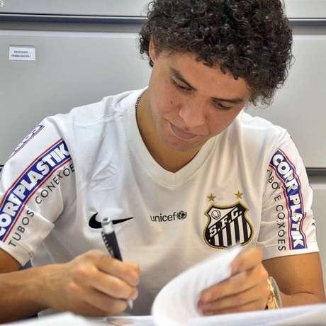 Victor Ferraz, do Santos
