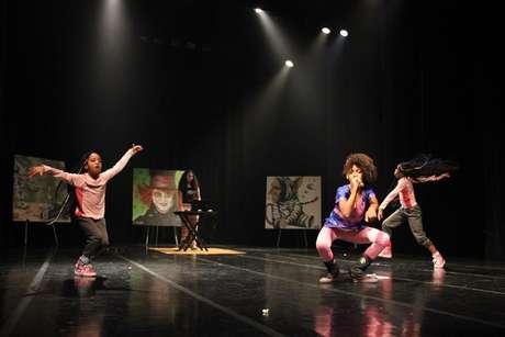 Soffia se apresenta com as dançarinas Yara e Ymani