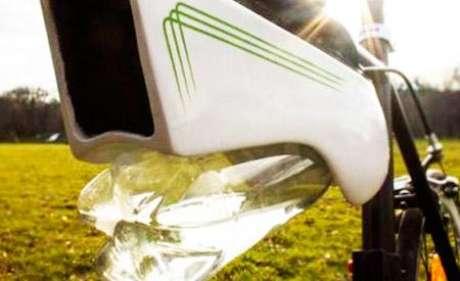 A garrafa pode coletar em torno de 0,5 L de água ao longo de uma hora em regiões quentes e úmidas