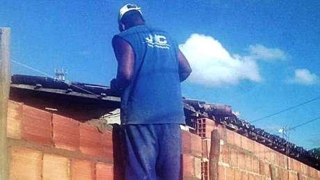 Operário diz que dormia em alojamento com ratos, baratas e colchões rasgados
