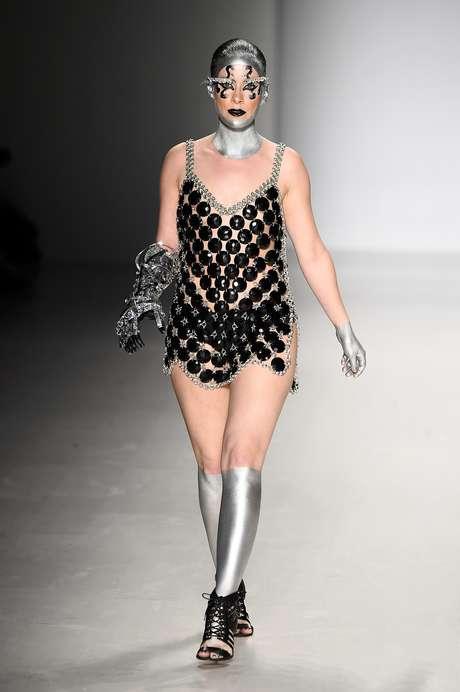 Rebekah Marine desfilou pela grife Antonio Urzi na edição de fevereiro de 2015 da Semana de Moda de Nova York