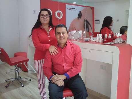 Após trabalhar por 22 anos na indústria automotiva, Edilson Gomes uniu forças com a esposa, Cida Galvão, para empreender na área de estética