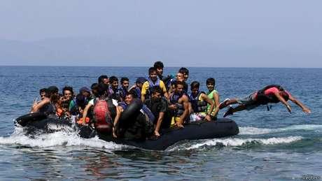 Esses sírios chegaram à ilha grega de Lesbos, mas tragédias no mar envolvendo imigrantes chocaram a Europa e o mundo