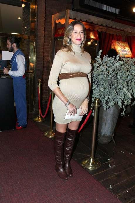 Antes de ter os gêmeos Liz e Bem, Luana Piovani gostava de exibir looks que valorizassem a barriga enorme