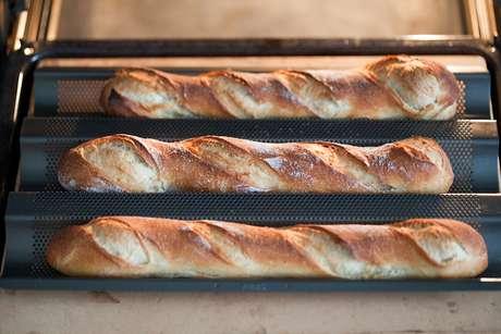 Baguette historia del famoso pan franc s datos sobre su for Desayuno frances tradicional