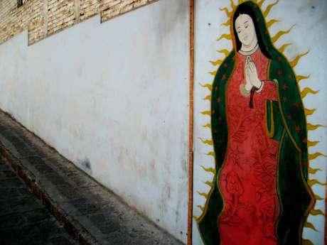 5.- Mural de Nuestra Señora de Guadalupe en una calle cualquiera.